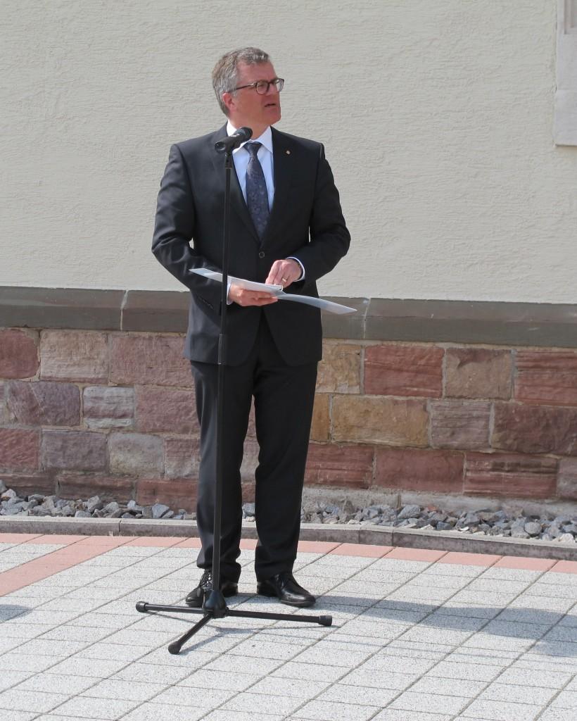 OB Hans Jürgen Pütsch bei seiner Ansprache