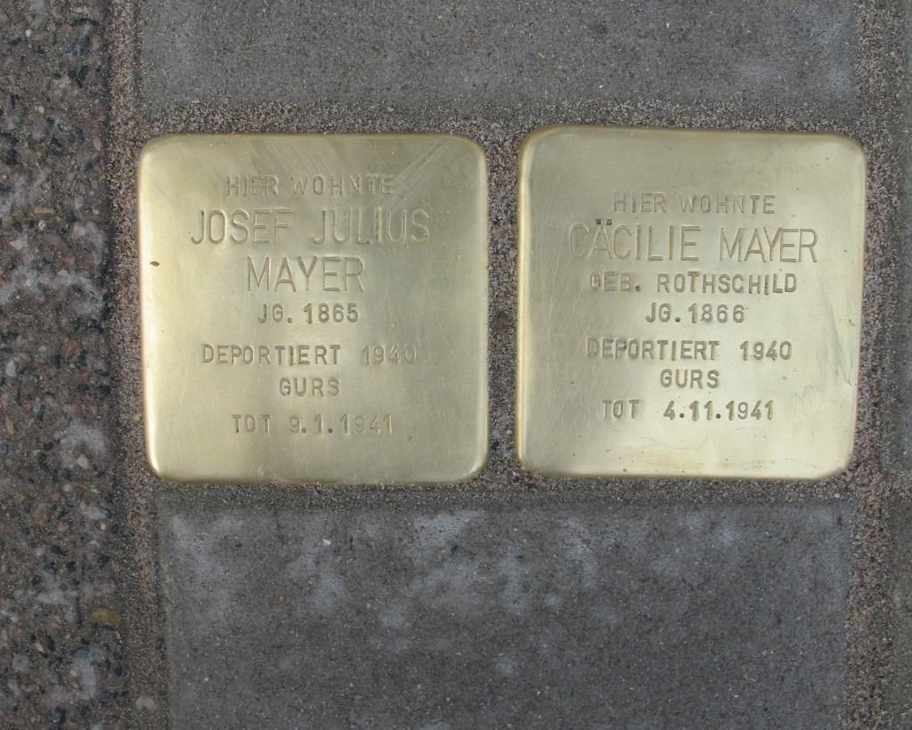 Die Gedenksteine für Josef Julius Mayer und seine Frau Cäcilie